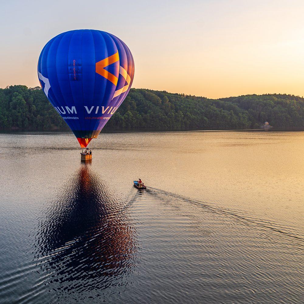 Balón nad vodou